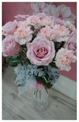 K44 - Kytica ružových exkluzívnych ruží